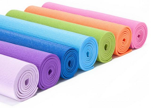 Бюджетный вариант коврика для йоги